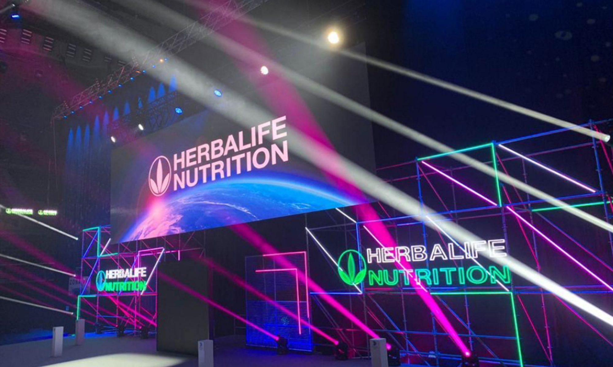 Producción grandes Eventos con escenario para HERBALIFE 02-2020-Colorkreis-01
